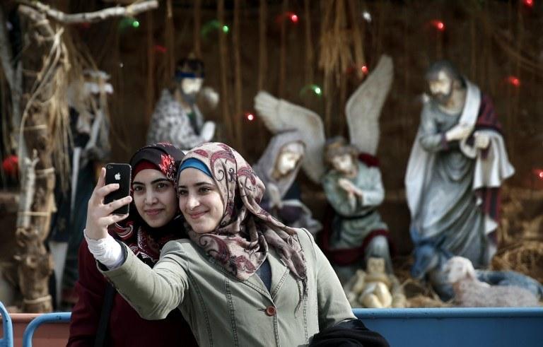 Do 2050 r. liczba muzułmanów i chrześcijan będzie prawie równa, zdj. Ilustracyjne /THOMAS COEX /AFP