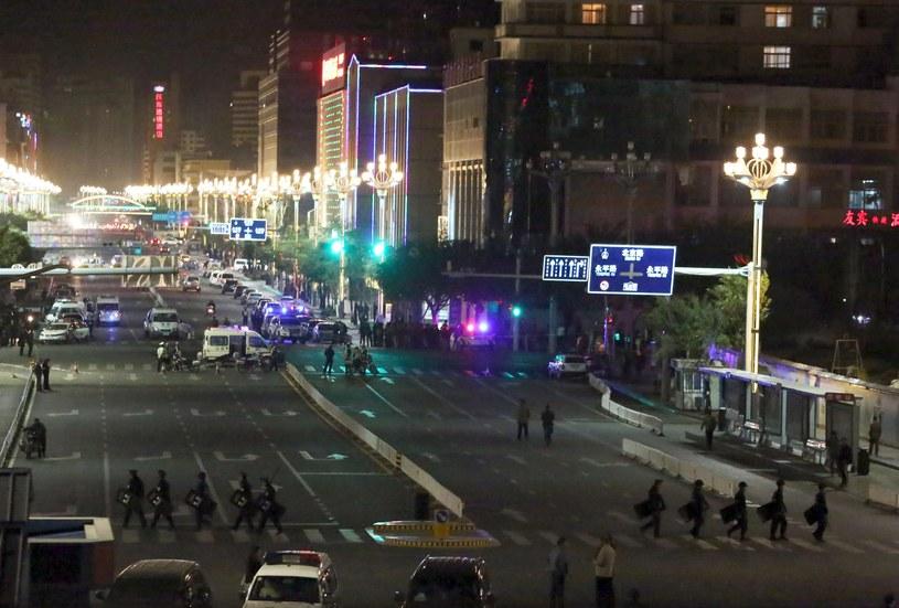 Do 33 wzrosła liczba ofiar śmiertelnych ataku na stacji kolejowej /AFP