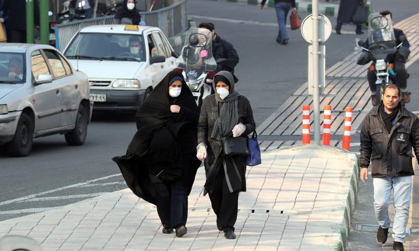 Do 66 wzrosła liczba ofiar śmiertelnych koronawirusa w Iranie /Abedin Taherkenareh   /PAP