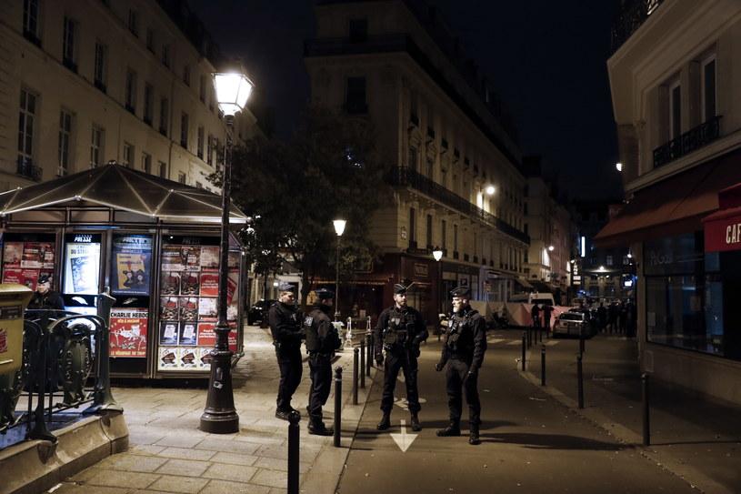 Do ataku doszło w dzielnicy tłumnie odwiedzanej przez turystów i mieszkańców Paryża /ETIENNE LAURENT /PAP/EPA