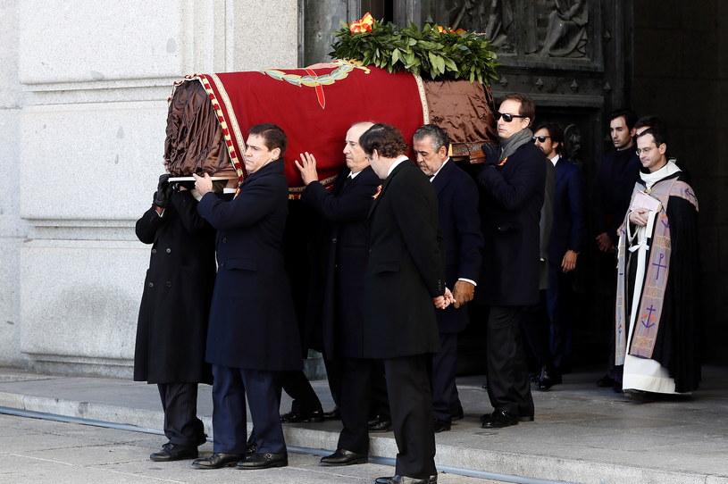 Do bazyliki wstęp miała jedynie rodzina zmarłego /MARISCAL/POOL /PAP/EPA