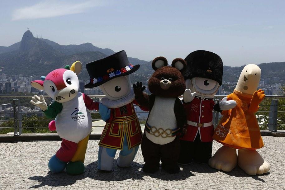 Do Brazylii zjechały maskotki poprzednich igrzysk olimpijskich /MARCELO SAYAO /PAP/EPA