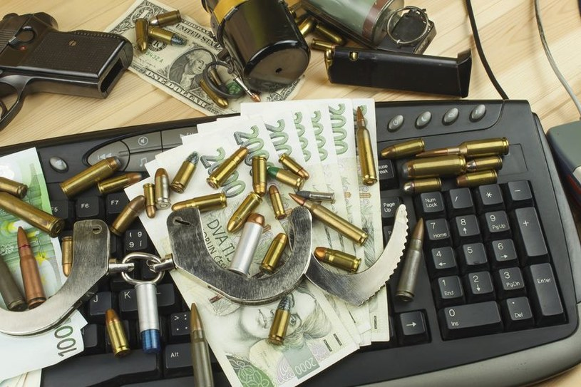 Do celów terrorystycznych mogą służyć nie tylko granaty, lecz również klawisze /123RF/PICSEL