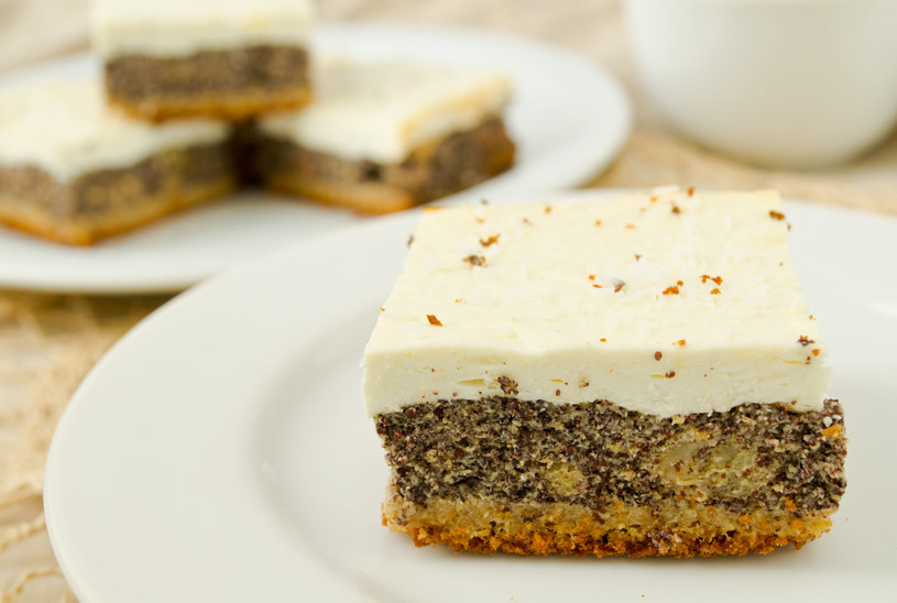 Do ciasta możesz dodać gotowej mieszanki suszonych owoców i orzechów /123RF/PICSEL