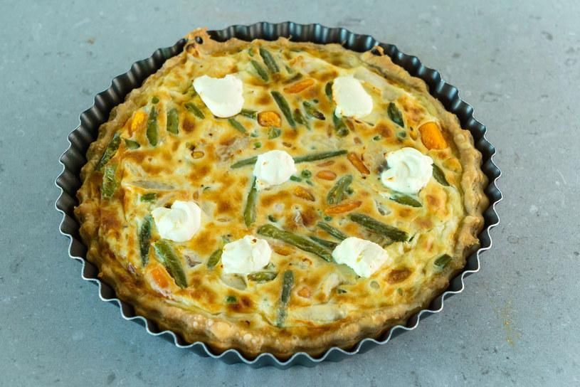 Do ciasta można dodać też zieloną fasolkę - będzie równie smaczne! /123RF/PICSEL