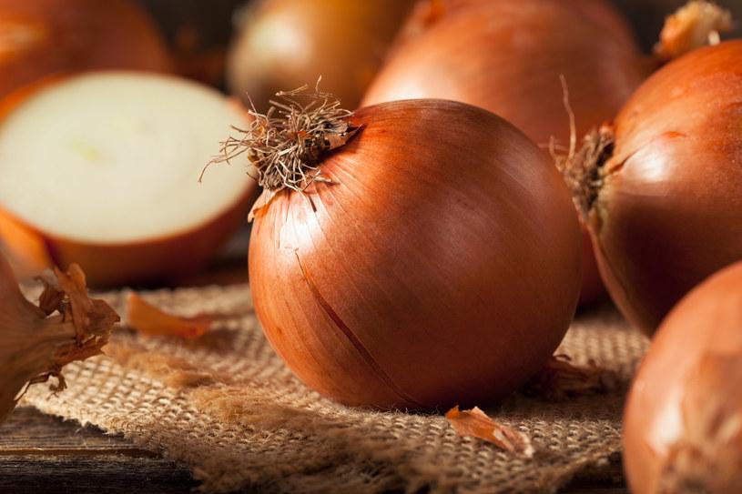 Do czego użyć łupin z cebuli? /123RF/PICSEL