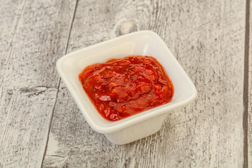 Do domowego keczupu możesz dodać ulubione przyprawy /123RF/PICSEL