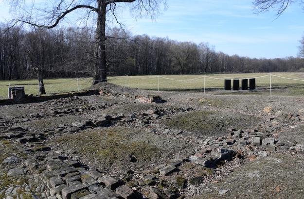 Do dziś zachowały się fundamenty budynku (fot. Muzeum Auschwitz) /INTERIA.PL