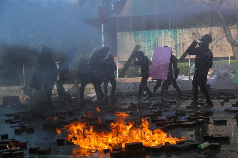 Do eskalacji protestów doszło po postrzeleniu jednego z demonstrantów ostrą amunicją w czasie starć 11 listopada / FAZRY ISMAIL    /PAP/EPA