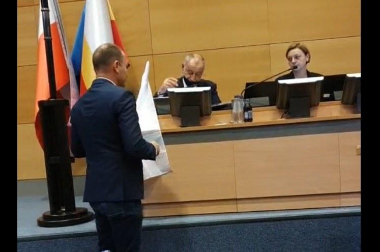 Do incydentu doszło podczas sesji sejmiku województwa małopolskiego /@SowaMarek /Twitter