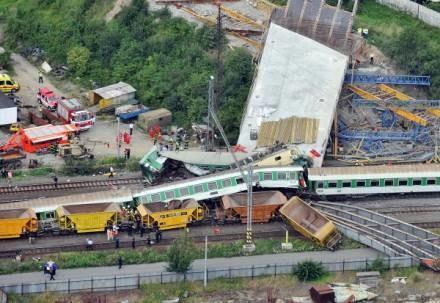 Do katastrofy pociągu doszło w piątek około 10.45 /AFP