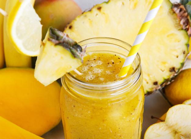 Do koktajlu możesz dodać również inne owoce, aby wzbogacić jego smak /123RF/PICSEL
