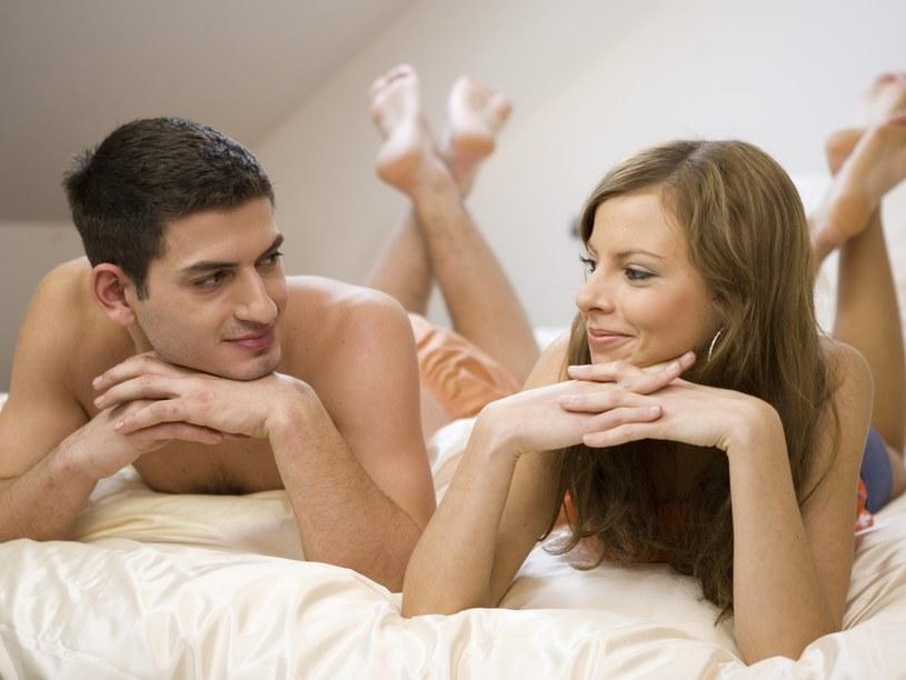 Do kontaktów seksualnych poza związkiem przyznało się ponad 2/5 badanych  /© Bauer