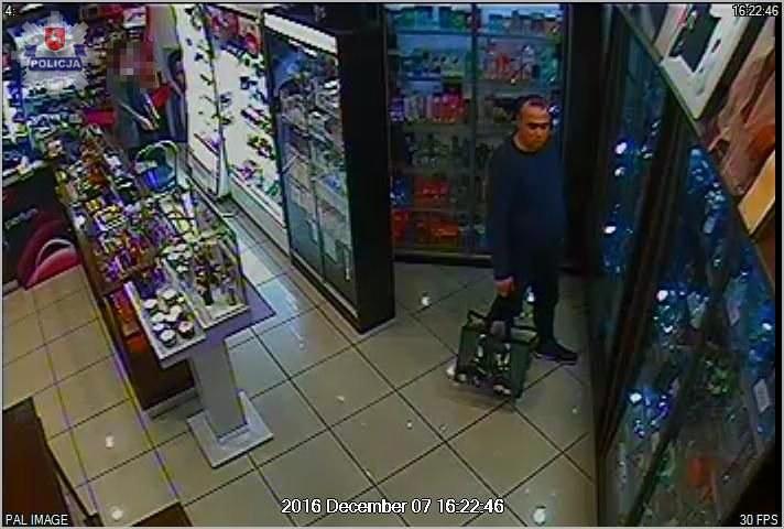 Do kradzieży doszło 7 grudnia w perfumerii galerii przy al. Spółdzielczości Pracy /Policja