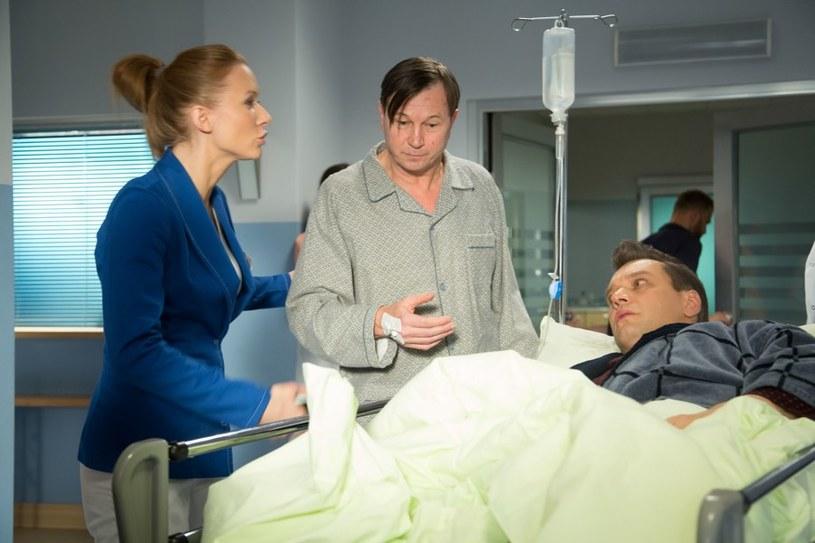 Do Leśnej Góry trafi Eugeniusz (Piotr Cyrwus) z zainfekowaną bakteriami raną. Mężczyzna stworzy zagrożenie dla innych pacjentów /Agencja W. Impact