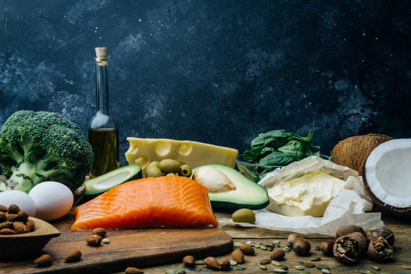 Do najczęstszych niedoborów pokarmowych występujących u osób z problemami tarczycowymi zalicza się niedobór witaminy B12,  witaminy D, selenu, cynku i żelaza /materiały promocyjne