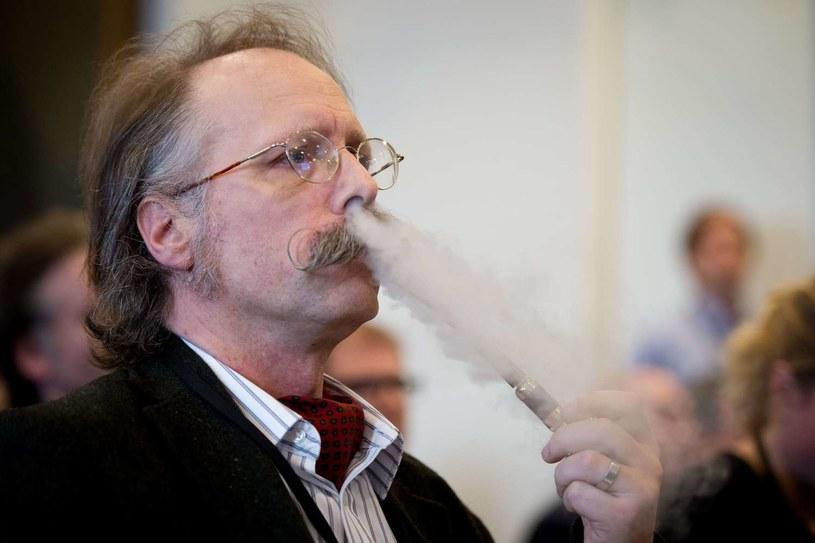 Do nałogowego (codziennego) palenia tytoniu przyznaje się 27 proc. Polaków w wieku 15 i więcej lat /AFP