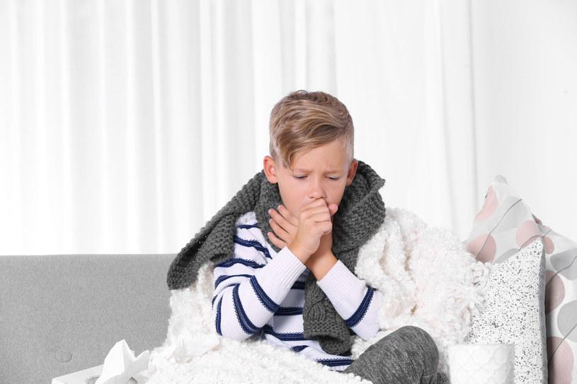 Do napadów suchego kaszlu dochodzi m.in. wtedy, gdy powietrze w naszym domu jest suche /123RF/PICSEL