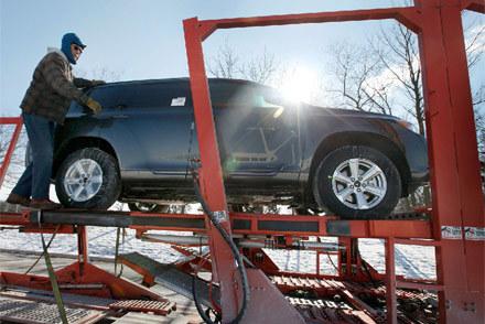 Do naprawy wezwano 8 milionów samochodów /AFP