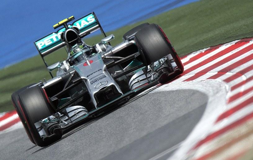 Do nowych przepisów najlepiej przystosował się zespół Mercedesa /AFP