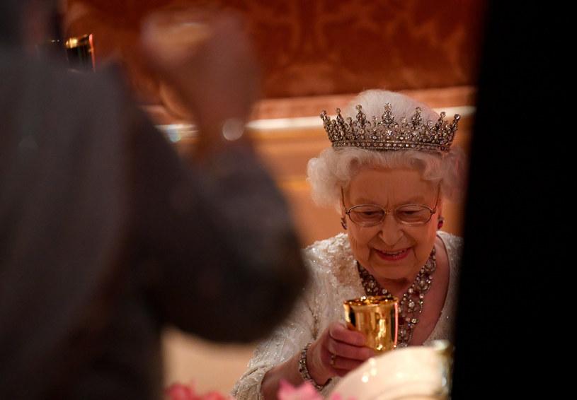Do obiadu królowa popija słodkie niemieckie wino /Avalon.red/REPORTER /Reporter