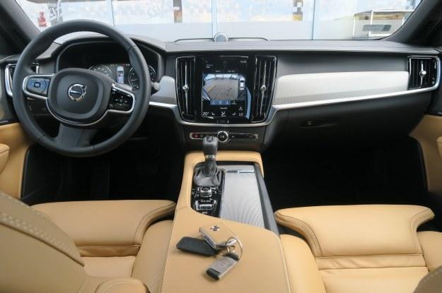 Do obsługi samochodu służy potężny 9-calowy panel dotykowy /INTERIA.PL