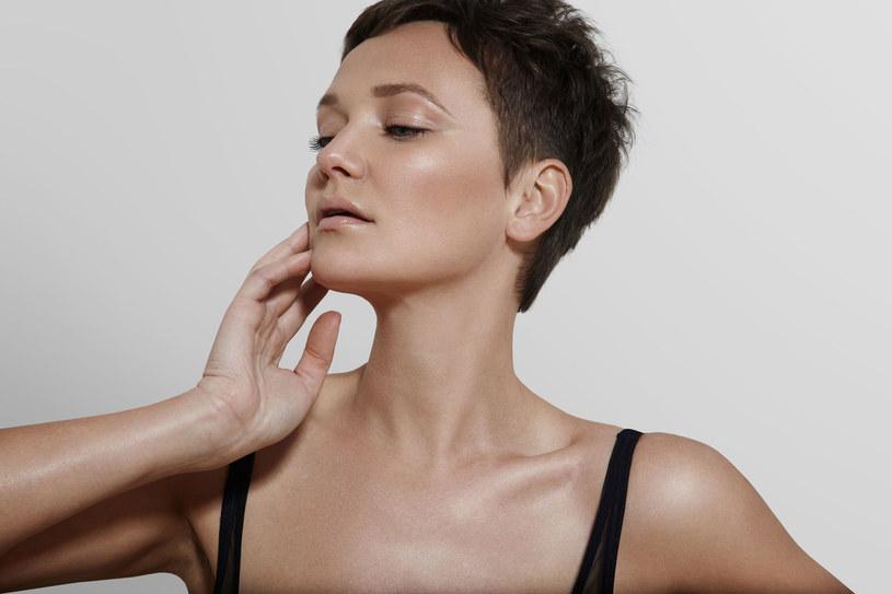 Do oczyszczania skóry używaj gazy i wymieniaj ją za każdym razem /Picsel /123RF/PICSEL