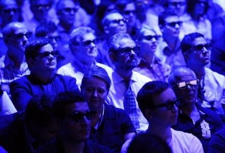 Do oglądania materiałów w 3D potrzebne są specjalne okulary /AFP