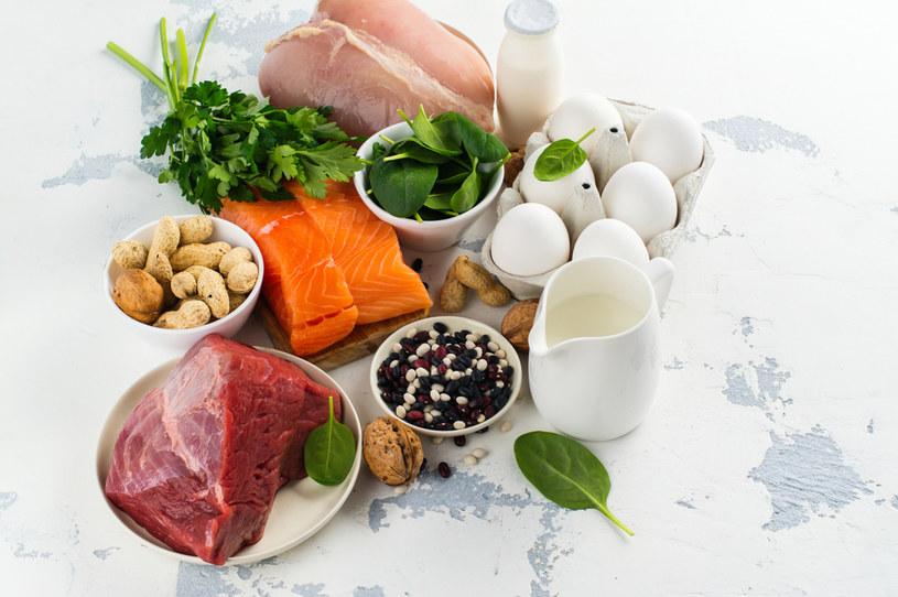 Do organizmu człowieka dioksyny trafiają głównie z pożywieniem /123RF/PICSEL
