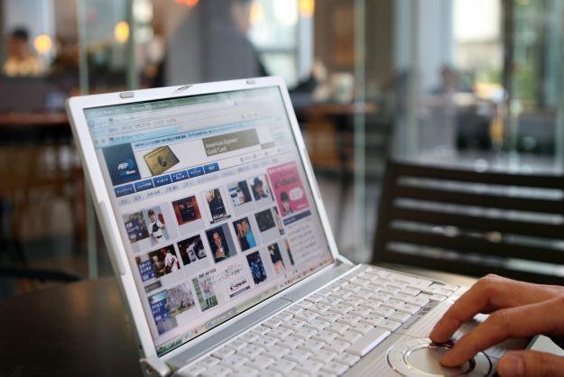 Do pakietu dwóch lub trzech usług UPC dorzuca darmowe Wi-Fi z internetem od 25 Mb/s /AFP