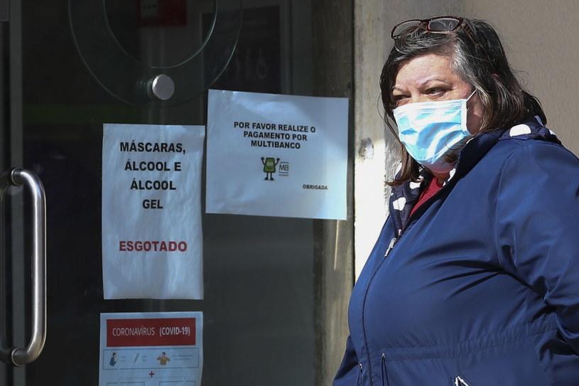Do piątkowego popołudnia w Portugalii zanotowano sześć zgonów w osób zakażonych koronawirusem, a łączna liczba zakażonych przekracza 1000. /ANTONIO COTRIM  /PAP/EPA