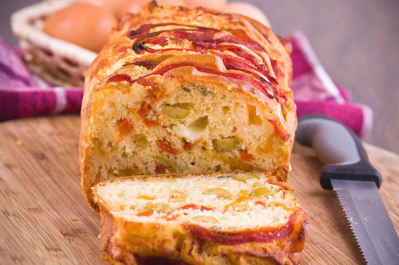 Do pikantnego ciasta można podawać rożne dipy /Picsel /123RF/PICSEL