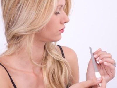 Do piłowania paznokci najlepiej używać szklanego pilnika  /© Panthermedia