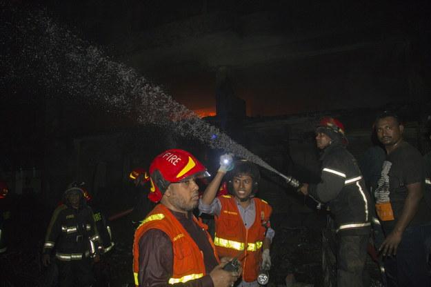 Do pożaru doszło o świcie, w starej części miasta /MONIRUL ALAM /PAP/EPA