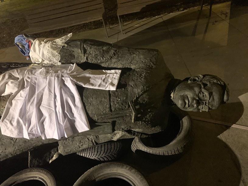 Do przewrócenia monumentu, stojącego niedaleko kościoła św. Brygidy w Gdańsku, doszło w nocy z 20 na 21 lutego 2019 r. /Tomasz Sekielski /Archiwum