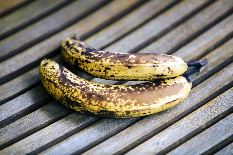 Do przygotowania maseczki najlepiej wybrać banana, który jest mocno dojrzały /123RF/PICSEL