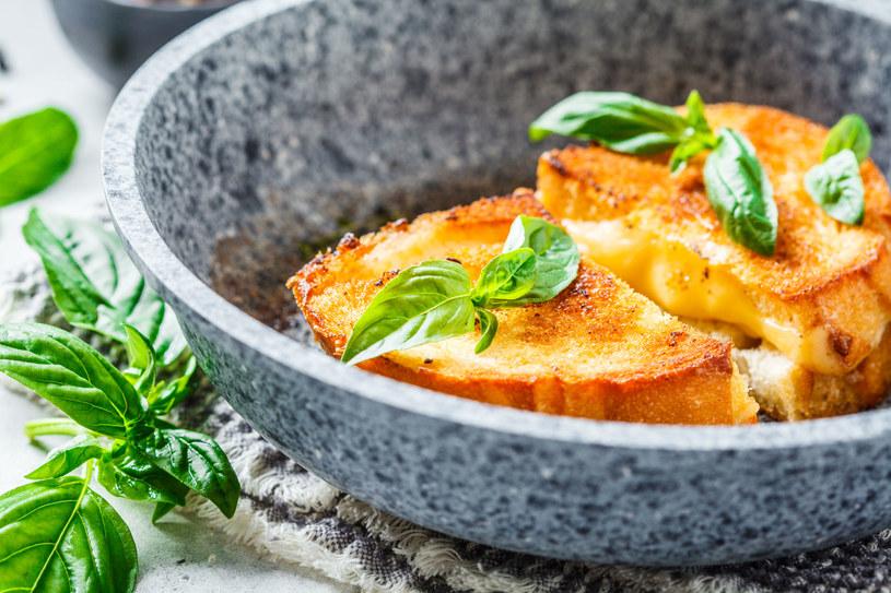 Do przygotowania pysznych grzanek wcale nie potrzebujesz tostera /123RF/PICSEL