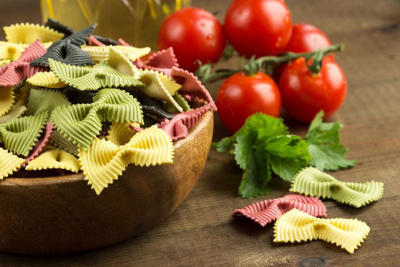 Do przygotowania sałatki użyj makaronu kokardek /©123RF/PICSEL