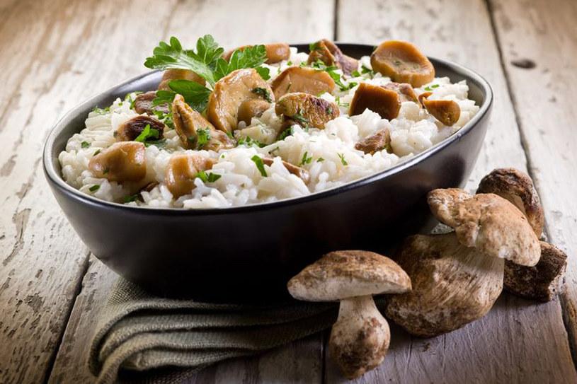 Do risotta dodaj sezonowe specjały: grzyby, cukinię lub szparagi /123RF/PICSEL