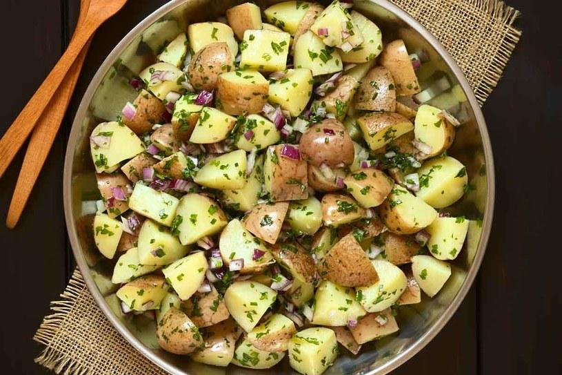 Do sałatek możesz użyć ziemniaków w mundurkach /123RF/PICSEL