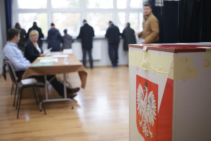 Do Sejmu startowało prawie 8 tys. kandydatów, do Senatu - ponad 400 /Leszek Szymański /PAP