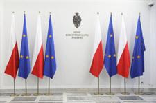 Do Senatu wróciły unijne flagi