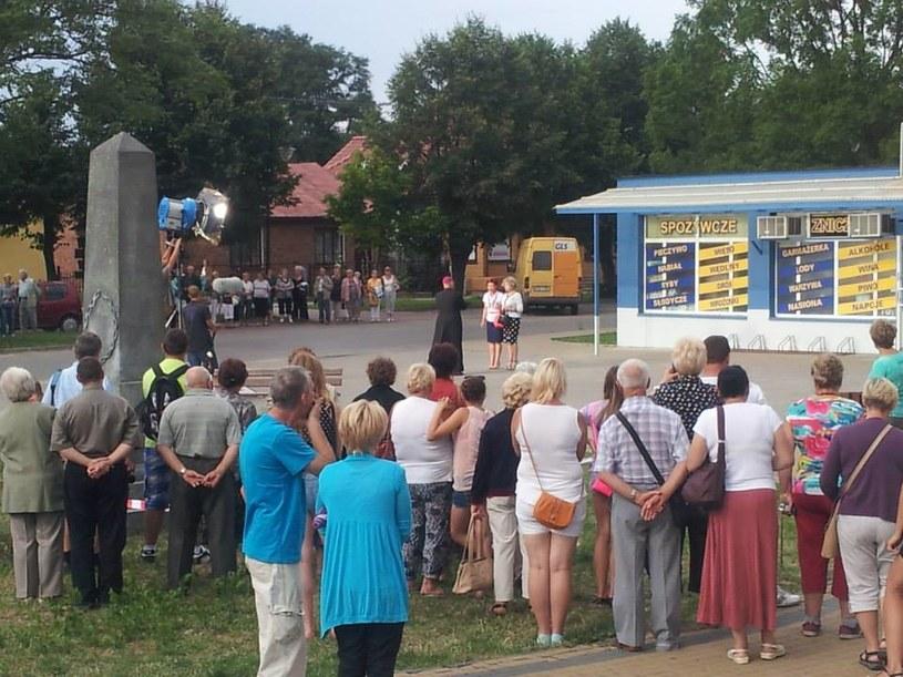 Do serialowych Wilkowyj tłumnie ściągają turyści. Chcą na własne oczy zobaczyć kulisy popularnej produkcji /Facebook /internet