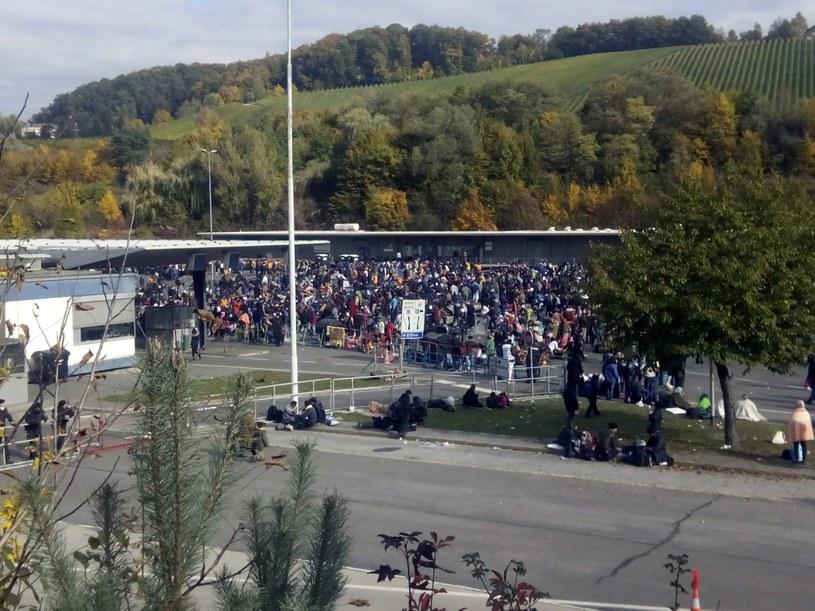 Do Słowenii nadal codziennie przybywają tysiące imigrantów /PAP/EPA