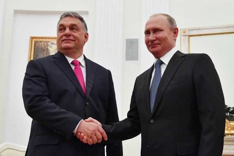 Do spotkania premiera Węgier Viktora Orbana z Władimirem Putinem doszło 15 lipca w Moskwie /Yuri Kadobnov /AFP
