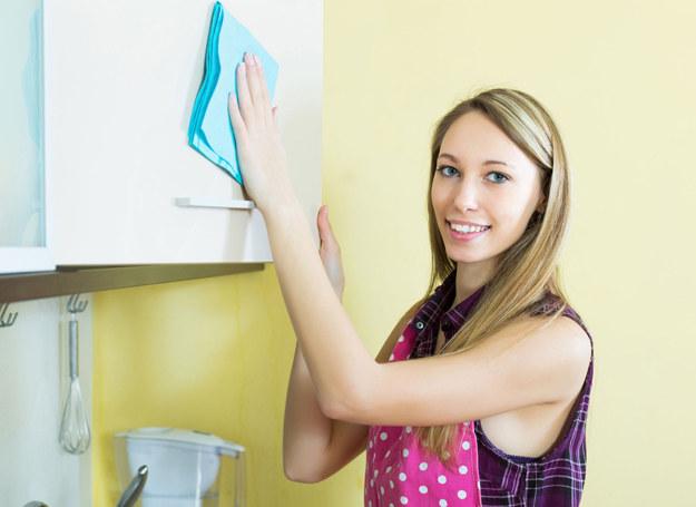 Do sprzątania nie potrzebujesz wcale detergentów /123RF/PICSEL