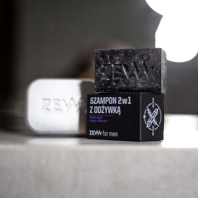 Do szamponu dołączona jest funkcjonalna, szczelnie zamykana aluminiowa mydelniczka, która pozwoli zabrać kosmetyk w każdą podróż /materiały promocyjne