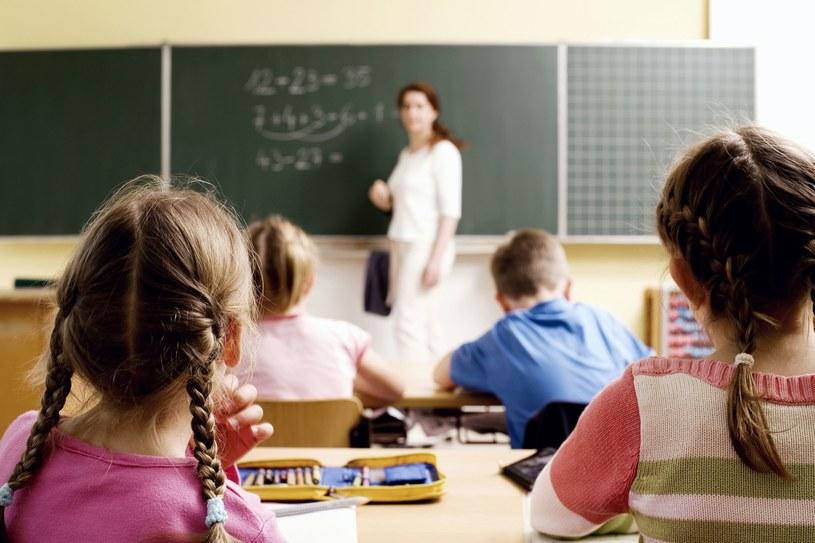 Do szkoły chodzi na piechotę tylko 28 proc. kanadyjskich dzieci /123RF/PICSEL