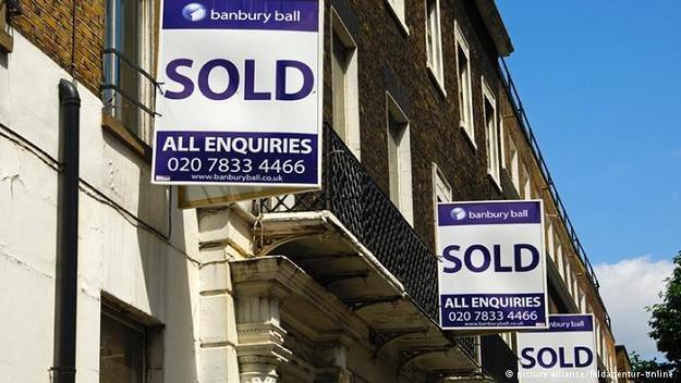Do tej pory największe wzięcie miały eleganckie wille i mieszkania, teraz kupują sklepy i całe centr /Deutsche Welle