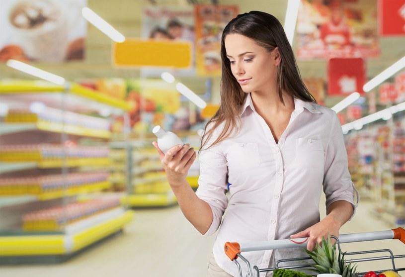 - Do tej pory wiele osób przy wyborze produktów spożywczych kierowało się wyłącznie czytaniem listy składników /123RF/PICSEL